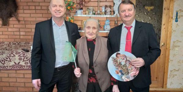 Встреча Анатолия Леонидовича и Евгения Анатольевича с Пусовской Марией Исаевной — старейшей жительницей Башкировки.